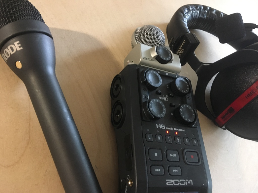 Rode Reporter Mikrophon, Zoom H6 Recorder und HMC 660 Headset